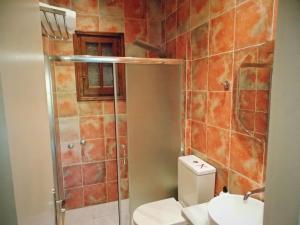 Salle de bains dans l'établissement The Palm Garden Andreas Villas Golf