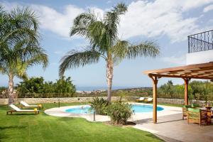 Πισίνα στο ή κοντά στο Πανδώρα Villa