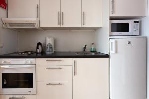 Una cocina o zona de cocina en Aurora Apartments