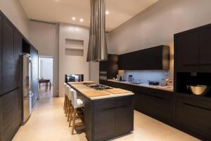 A kitchen or kitchenette at Heima Suite