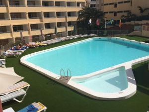 The swimming pool at or near Apartamentos Amazonas