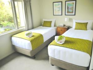 A bed or beds in a room at Franz Josef Treetops