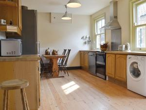 A kitchen or kitchenette at Croft House