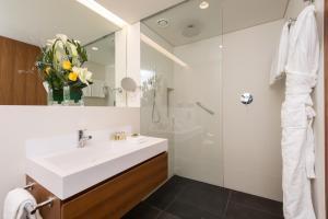 Um banheiro em Fraser Suites Geneva - Serviced Apartments