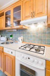 A kitchen or kitchenette at Picasso Apartments