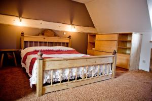 A bed or beds in a room at Apartament Rodzinny Limba