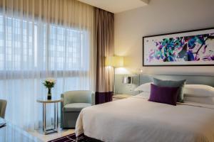 Cama o camas de una habitación en Capital Centre Arjaan by Rotana
