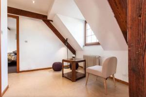 A seating area at Appartement d'exception Le Kleber