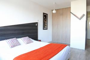 A bed or beds in a room at Adonis Paris Sud