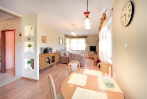 A kitchen or kitchenette at Apartamenty Sun Seasons 24 - Zielone Tarasy