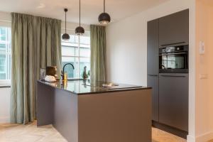 Кухня или мини-кухня в Little Grand