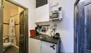 A kitchen or kitchenette at Apartment Garsonierka v Krasnogorske