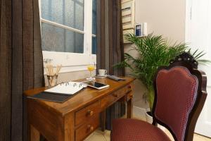 The business area and/or conference room at AinB B&B Born-Via Laietana