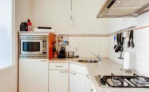 A kitchen or kitchenette at Apartment Royal 35