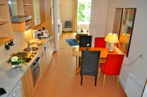 A kitchen or kitchenette at Boardinghouse Hamburg