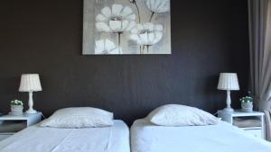 Een bed of bedden in een kamer bij Happy Home