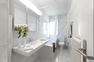 A bathroom at City Stay Furnished Apartments - Nordstrasse