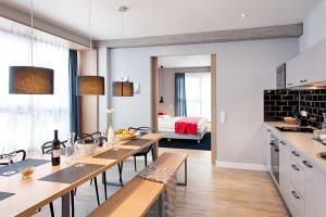 A kitchen or kitchenette at MLOFT Apartments München