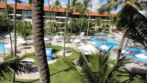 Uma vista da piscina em Marulhos Resort Flats ou nos arredores
