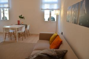 A seating area at Appartamento Colonna