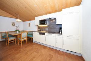 A kitchen or kitchenette at Casa Marmota
