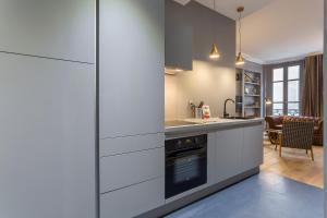 A kitchen or kitchenette at Curiosité