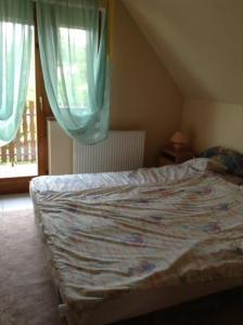 Postel nebo postele na pokoji v ubytování Szemán Apartman