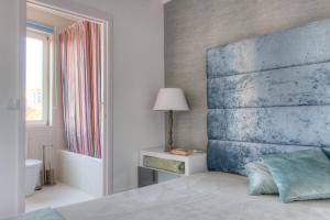 A bed or beds in a room at Your OWM Porto
