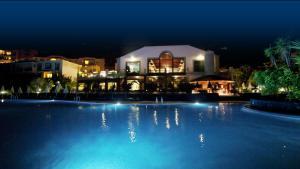 Het zwembad bij of vlak bij Hotel-Apartamento Las Olas