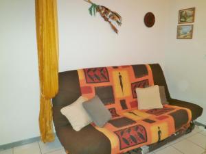 A seating area at Alizés - Cap Sud III