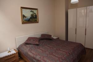 A bed or beds in a room at Ferienwohnung im Stieg 4