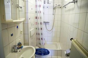A bathroom at Ferienwohnung Bed ohne Breakfast