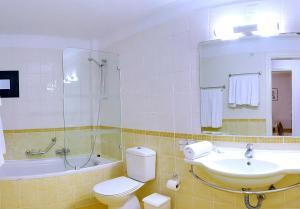 Een badkamer bij Helion Resort