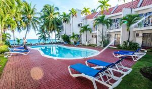 The swimming pool at or near Chrisanns Beach Resort Apartment 10