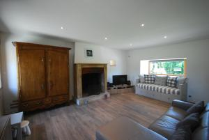 A television and/or entertainment center at Luxury Farmhouse Brittany