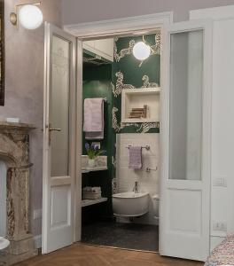 A bathroom at Zebra Rosso
