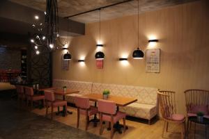 Ресторан / где поесть в Akin Suites