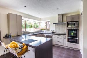 Η κουζίνα ή μικρή κουζίνα στο Lovely Family Home