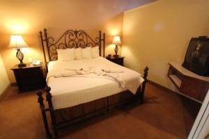 Cama o camas de una habitación en Villas at Poco Diablo by VRI Resort