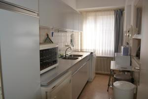 Een keuken of kitchenette bij Family Apartment Knokke