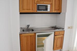 Een keuken of kitchenette bij Apartamentos Panoramic