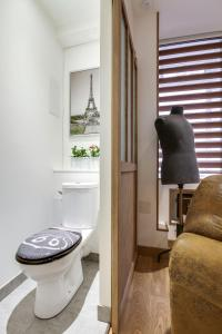 A bathroom at Le Vintage