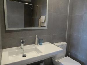 Apartamentos Rurales Entre Fuentes tesisinde bir banyo