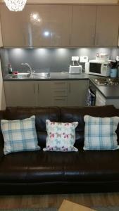 A kitchen or kitchenette at 4B Wentworth Street Apartment
