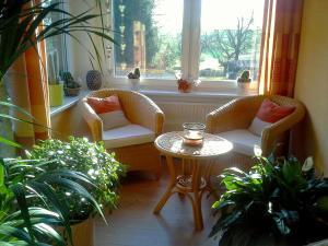 Ein Sitzbereich in der Unterkunft Ferienwohnung Deutschmann
