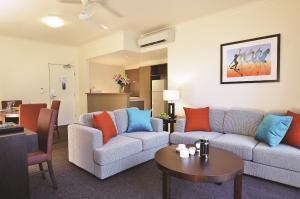 A seating area at Metro Advance Apartments & Hotel