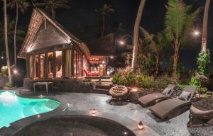 The swimming pool at or near Absolute Beachfront Villa Laut