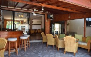 The lounge or bar area at Anna Hotel Apartments