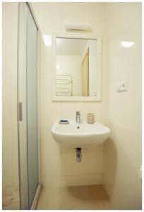Vonios kambarys apgyvendinimo įstaigoje Kuršių Dorė