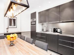 A kitchen or kitchenette at Luxury 3 Bedroom Le Marais